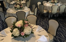 cloud-9-III-Main-dining-Room-fresh-floral-centerpieces
